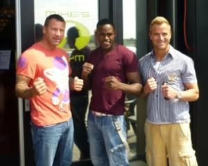 Fighter Murthel Groenhart mit Trainer Günter Scheller und Lou