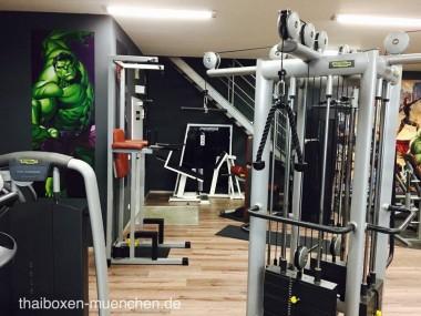 Seilzug im Fitnessstudio