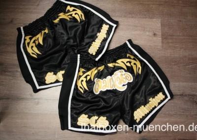 Muay Thai Shorts - schwarz/gold