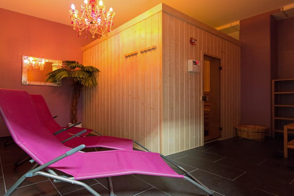 Sauna und Entspannungsbereich