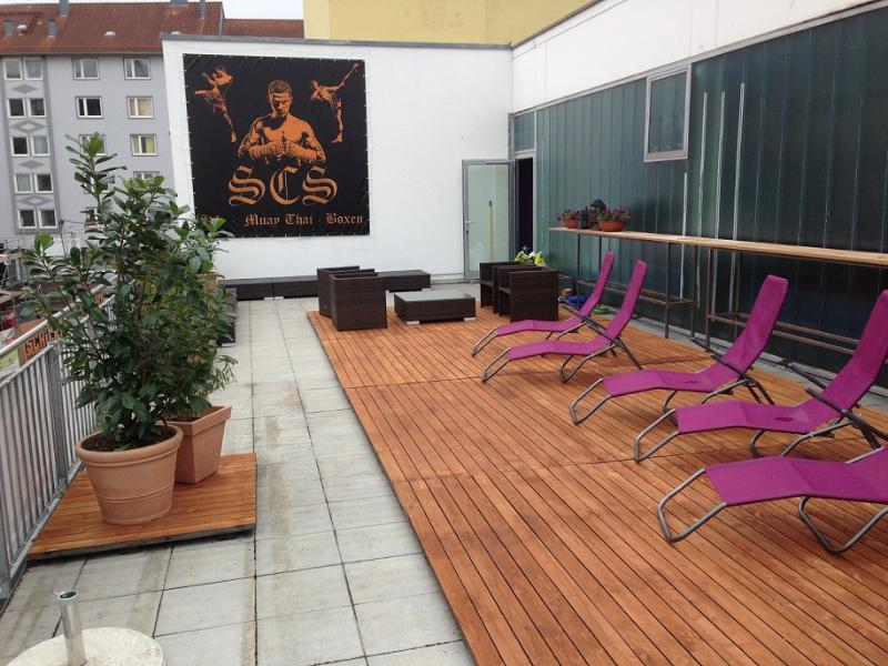 Terrasse mit Liegen